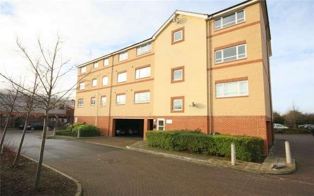 2 Bedrooms Flat for sale in Chertsey Road, Lower Feltham/Ashford borders