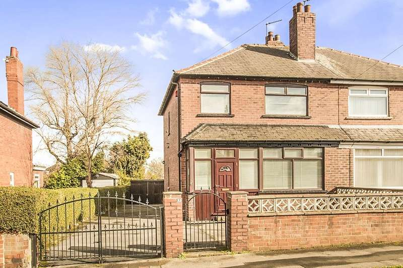 3 Bedrooms Semi Detached House for sale in Lingwell Avenue, Leeds, LS10