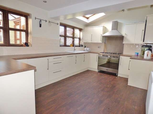 3 Bedrooms Detached House for sale in Willoughby Close, Old Hall, Warrington