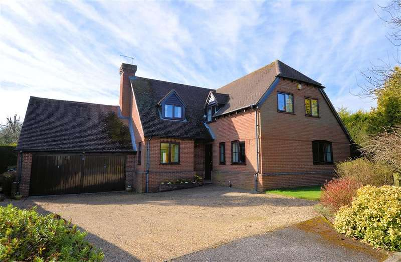 4 Bedrooms Detached House for sale in Hillside, Burghfield Common, Reading, RG7