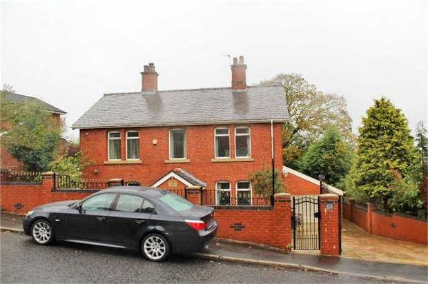 4 Bedrooms Detached House for sale in Pleckfarm Avenue, Blackburn, Lancashire