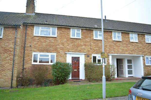 2 Bedrooms Maisonette Flat for sale in Gibson Close, Chessington