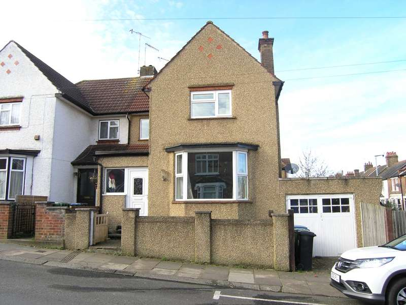 3 Bedrooms Semi Detached House for sale in Cross Road, Oxhey Village