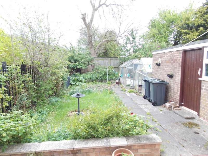3 Bedrooms Semi Detached House for sale in Skeeby Road, Darlington