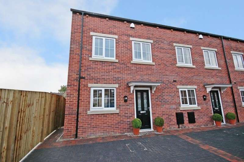 3 Bedrooms Town House for sale in Medlock Road, Horbury