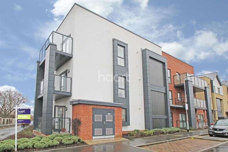 2 Bedrooms Flat for sale in Peacock Court , Firwood Lane, Harold Wood