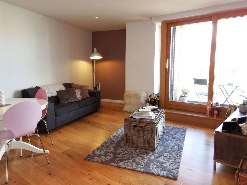 2 Bedrooms Flat for sale in Candle House, Wharf Approach, Leeds, West Yorkshire, LS1