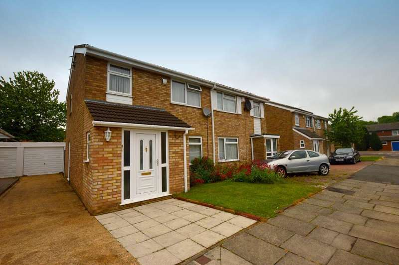 3 Bedrooms Semi Detached House for sale in Ventnor Gardens, Luton, LU3 3SN