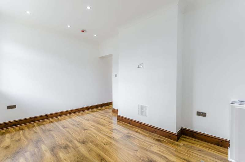 2 Bedrooms Flat for sale in Wood Street, Walthamstow, E17