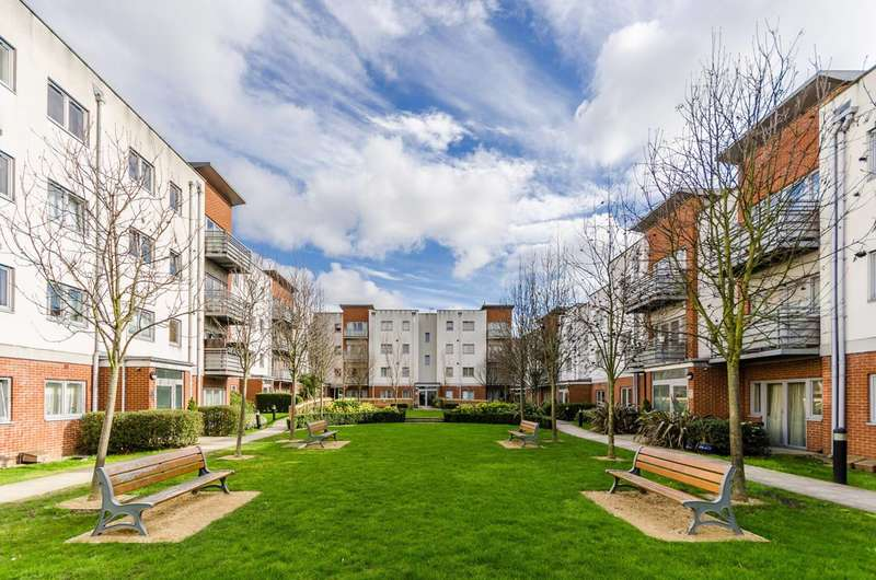 Studio Flat for sale in Cannock Court, Hawker Place, Walthamstow, E17