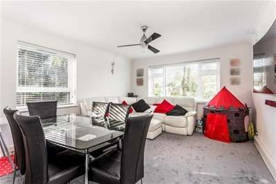 2 Bedrooms Flat for sale in Snakes Lane, Woodford Green