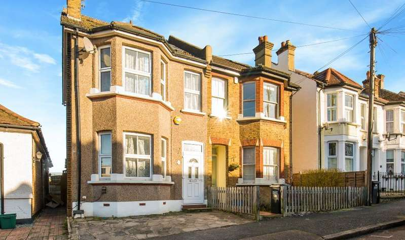 3 Bedrooms Semi Detached House for sale in Broomhall Road, Sanderstead, South Croydon, Surrey, CR2 0PX