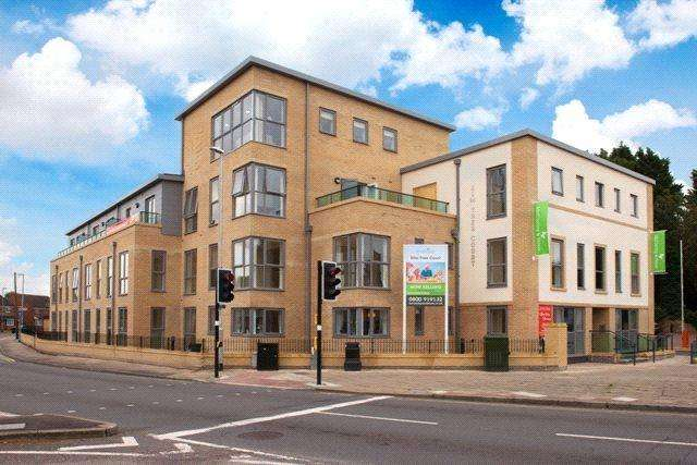1 Bedroom Flat for sale in Elm Tree Court, High Street, Huntingdon, PE29