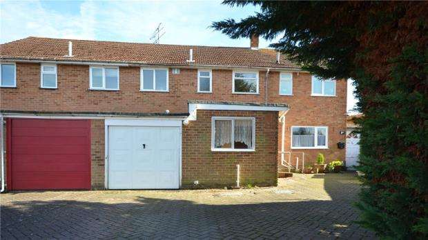 3 Bedrooms Terraced House for sale in Christchurch Drive, Blackwater, Camberley