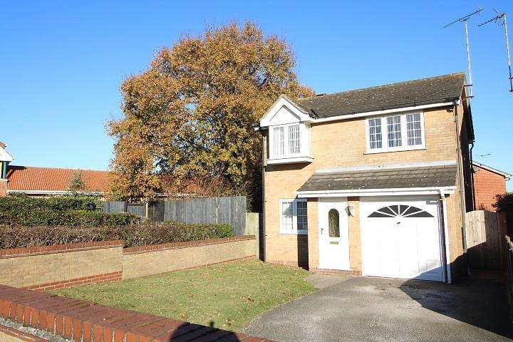 3 Bedrooms Detached House for sale in Abbots Road, Colchester, Essex, CO2
