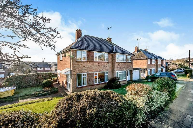 3 Bedrooms Semi Detached House for sale in Bell Close, Hitchin, SG4