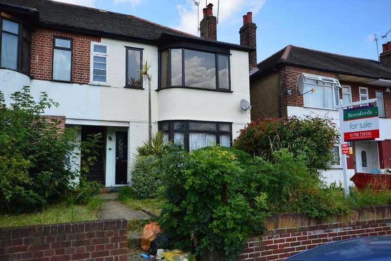 2 Bedrooms Maisonette Flat for sale in Squirrels Heath Lane, Gidea Park, Romford, Essex, RM2