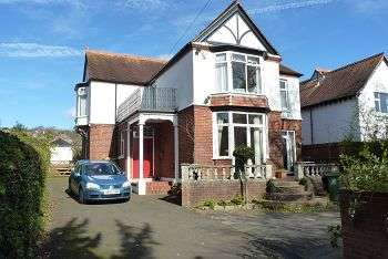 4 Bedrooms House for sale in Havant Road, Drayton, Portsmouth, PO6 1EE