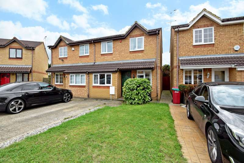 3 Bedrooms Semi Detached House for sale in Lowestoft Drive, Near Burnham, Slough, SL1