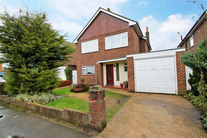 4 Bedrooms Detached House for sale in Seaton Drive, Ashford, TW15