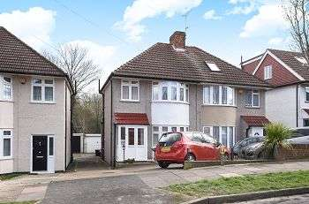 3 Bedrooms Semi Detached House for sale in Oakdene Avenue, Chislehurst, Kent, BR7 6DZ