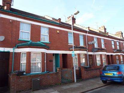 3 Bedrooms Terraced House for sale in Malvern Road, Luton, Bedfordshire