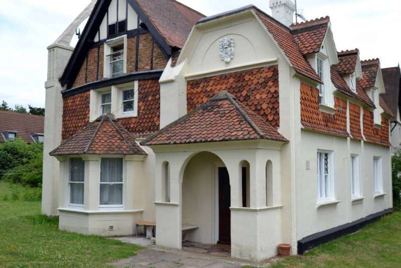6 Bedrooms Detached House for sale in Fawn Manor Close, Feltham