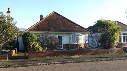 3 Bedrooms Bungalow for sale in Hengisbury Head, Bournemouth