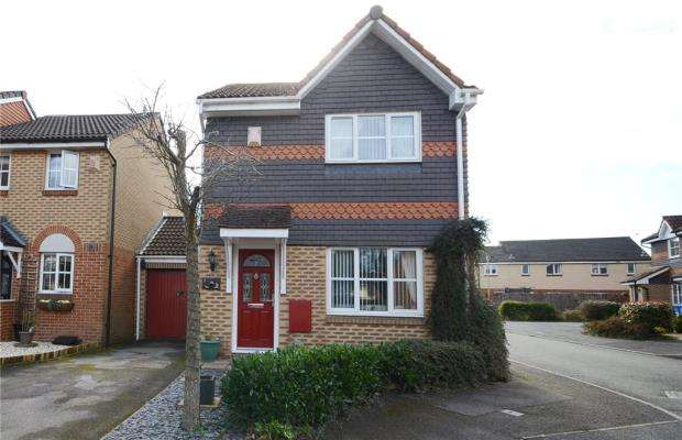 3 Bedrooms Link Detached House for sale in Bryce Gardens, Aldershot, Hampshire