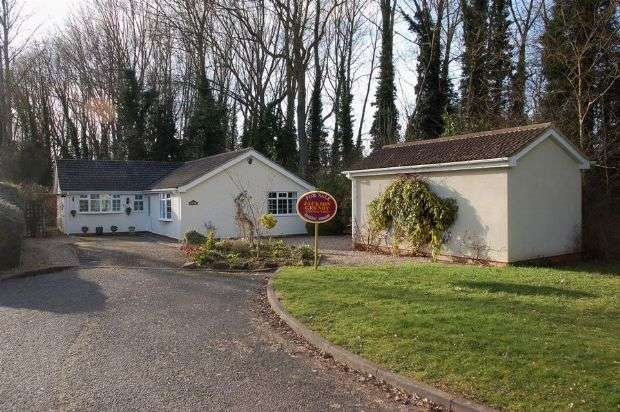 3 Bedrooms Detached Bungalow for sale in Crabb Tree Drive, Overstone, Northampton NN3 5DR