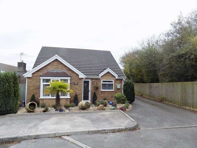 3 Bedrooms Detached Bungalow for sale in Oaklands Avenue, Bridgend, CF31 4ST