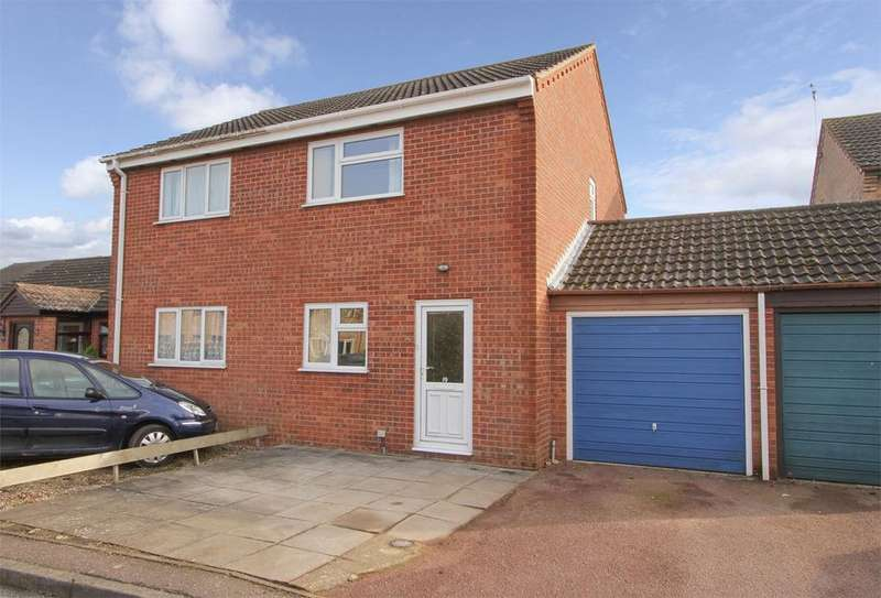 2 Bedrooms Semi Detached House for sale in Hillfields, Dereham, Norfolk