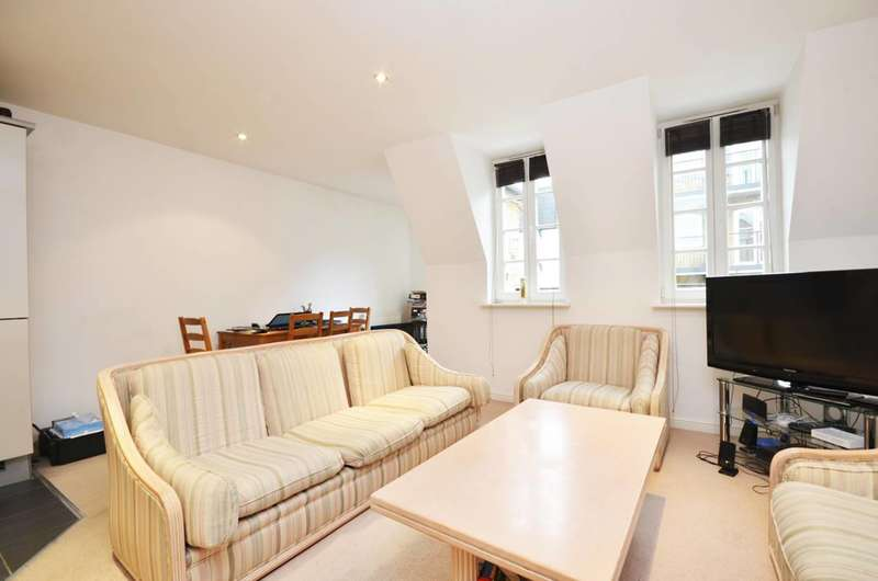 2 Bedrooms Flat for sale in Hampton Court Mews, East Molesey, KT8