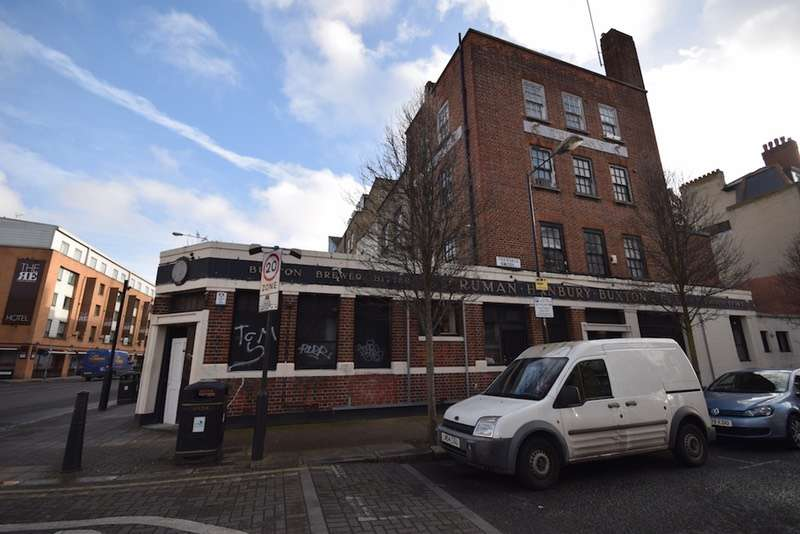 2 Bedrooms Flat for sale in Hackney Road, London, London, E2