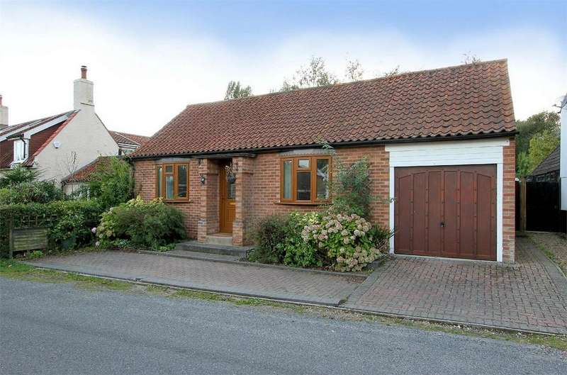 3 Bedrooms Detached Bungalow for sale in Hall Moor Road, Hingham, Norfolk