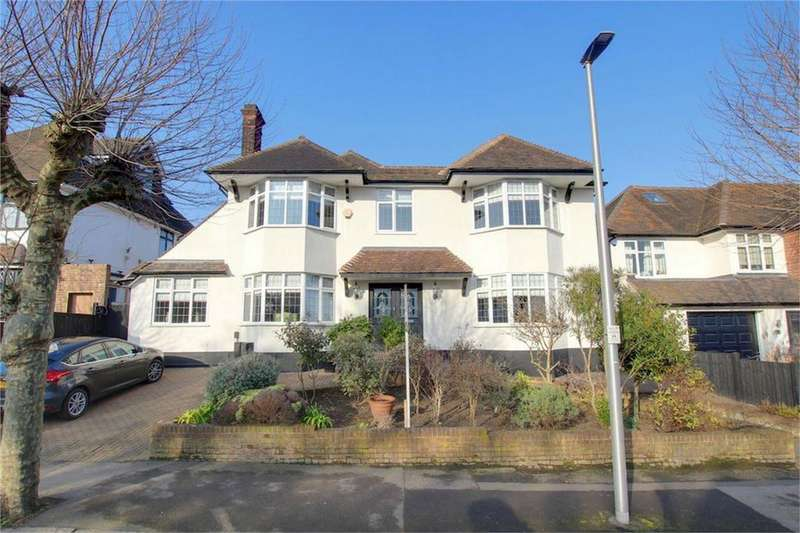 4 Bedrooms Detached House for sale in Monkhams Avenue, Woodford Green, Essex