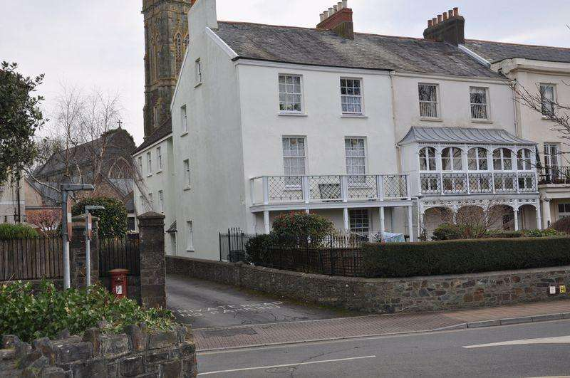 2 Bedrooms Apartment Flat for sale in Union Terrace, Barnstaple