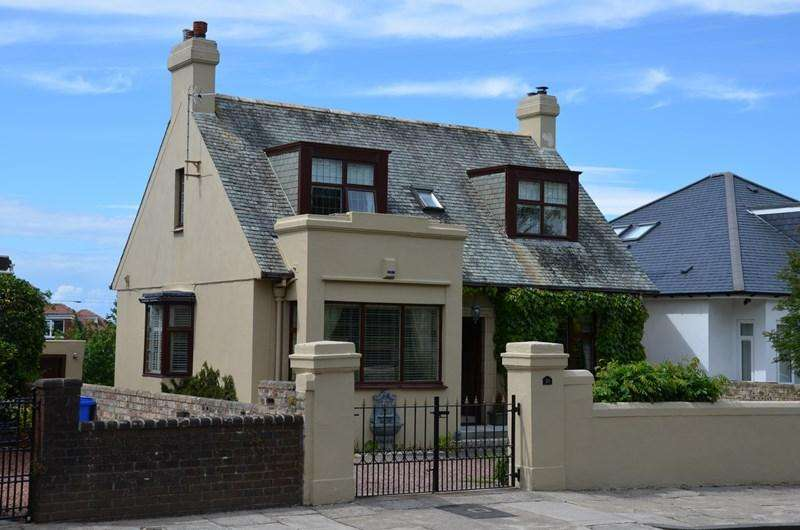 4 Bedrooms Detached House for sale in 38 Doonfoot Road, Ayr, KA7 4DN