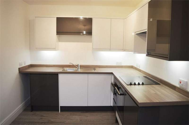 1 Bedroom Flat for sale in Crown House, Lower Street, HASLEMERE