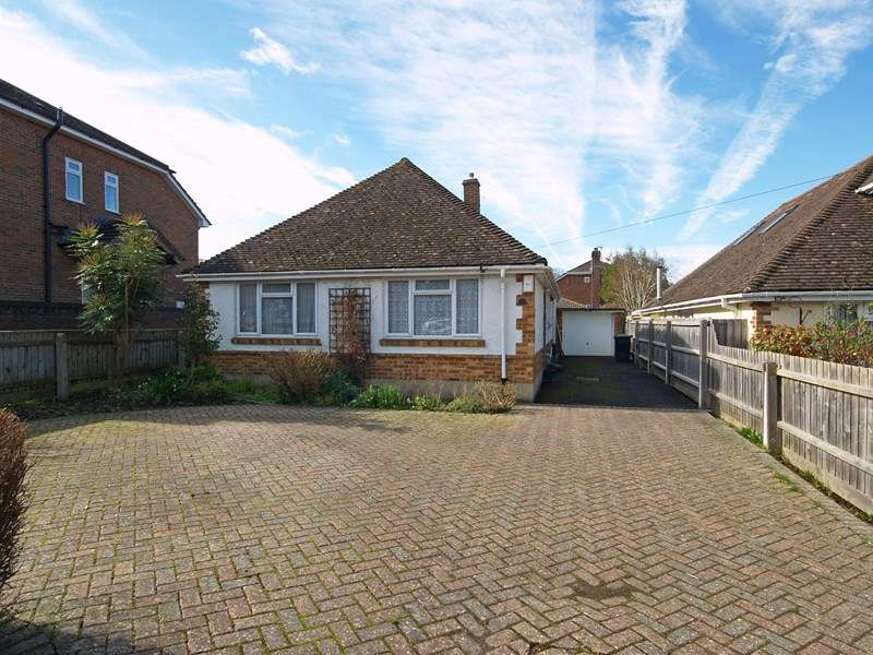 3 Bedrooms Detached Bungalow for sale in Gordon Road, Highcliffe, Christchurch