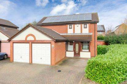 4 Bedrooms Detached House for sale in Dyers Mews, Neath Hill, Milton Keynes