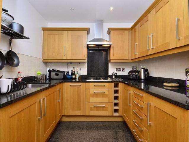 2 Bedrooms Apartment Flat for sale in Princess Park Manor, N11 3FL