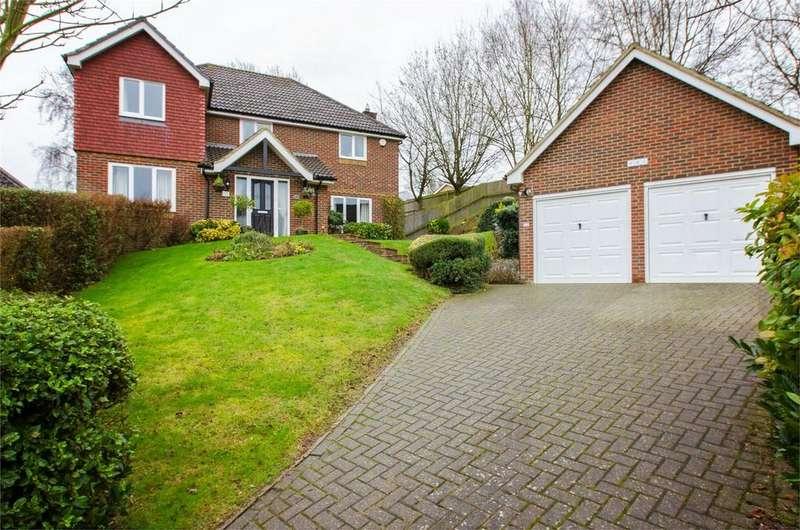 4 Bedrooms Detached House for sale in Abigail Crescent, Walderslade Woods, Kent