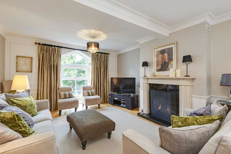 3 Bedrooms Flat for sale in West Heath Road, Hampstead