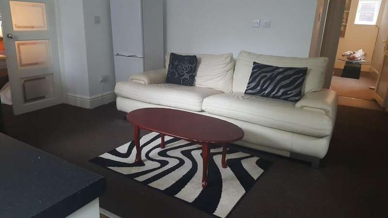 2 Bedrooms Apartment Flat for rent in Flat 1 95 Burnswick street