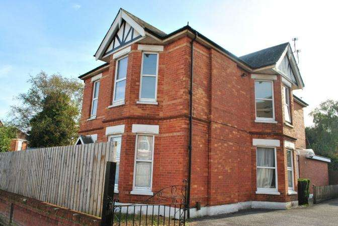 3 Bedrooms Flat for sale in Belvedere Road, Charminster