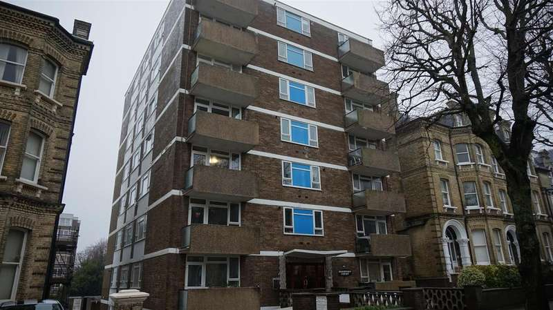 3 Bedrooms Flat for sale in The Drive