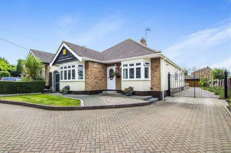4 Bedrooms Detached House for sale in Potash Road, Billericay, Essex, CM11 1DR