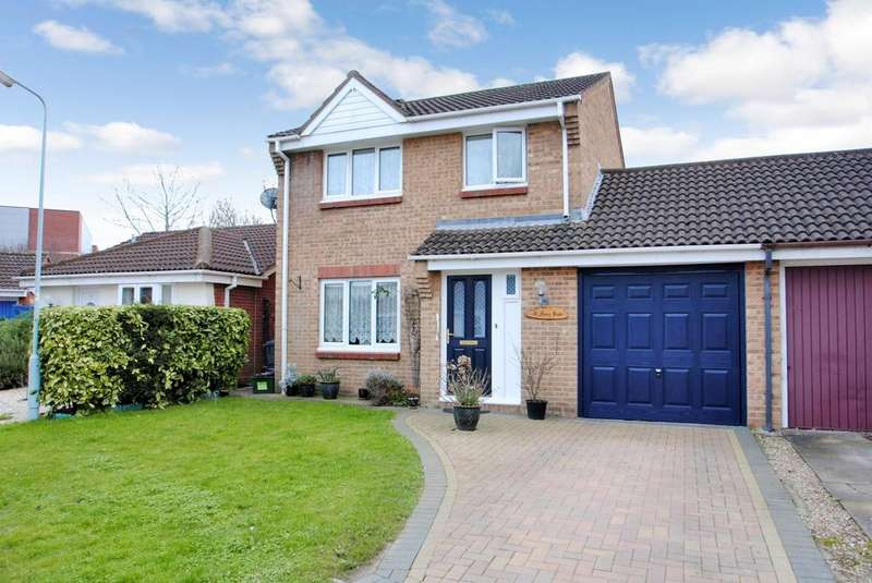 3 Bedrooms Semi Detached House for sale in Marden Grove, Taunton