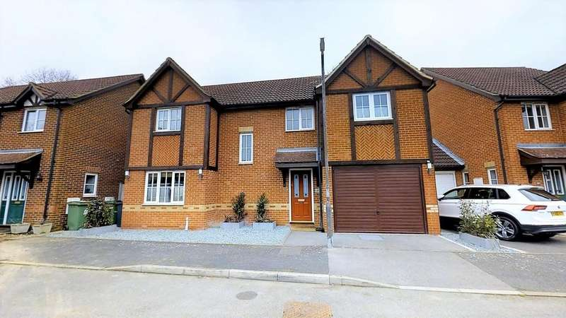 5 Bedrooms Detached House for sale in Chippendayle Drive, Harrietsham